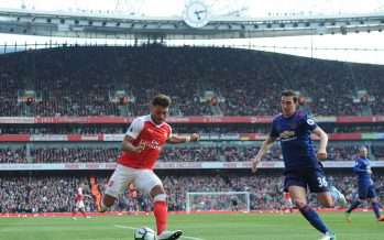 LONDON, ENGLAND - MAY 07:  Alex Oxlade-Chamberlain of Arsenal is closed down by Matteo Darmian of Man Utd during the Premier League match between Arsenal and Manchester United at Emirates Stadium on May 7, 2017 in London, England.  (Photo by David Price/Arsenal FC via Getty Images) *** Local Caption *** Matteo Darmian; Alex Oxlade-Chamberlain