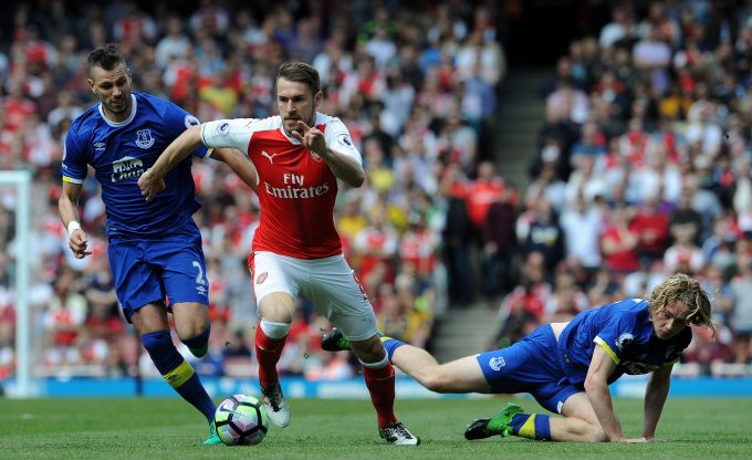 LONDON, ENGLAND - MAY 21:  Aaron Ramsey of Arsenal takes on Phil Jagielka and Tom Davies of Everton during the Premier League match between Arsenal and Everton at Emirates Stadium on May 21, 2017 in London, England.  (Photo by David Price/Arsenal FC via Getty Images) *** Local Caption *** Phil Jagielka; Aaron Ramsey; Tom Davies
