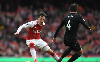 LONDON, ENGLAND - OCTOBER 28:  Mesut Ozil of Arsenal turns away from Ki Sung-Yeung of Swansea during the Premier League match between Arsenal and Swansea City at Emirates Stadium on October 28, 2017 in London, England.  (Photo by David Price/Arsenal FC via Getty Images) *** Local Caption *** Mesut Ozil; Oezil; Ki Sung-Yeung