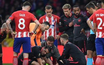 MADRID, SPAIN - MAY 03: Injured Arsenal defender Laurent Koscielny is treated by physio Colin Lewin as (L) Granto Xhaka looks on during the UEFA Europa League Semi Final second leg match between Atletico Madrid  and Arsenal FC at Estadio Wanda Metropolitano on May 3, 2018 in Madrid, Spain. (Photo by Stuart MacFarlane/Arsenal FC via Getty Images) *** Local Caption *** Laurent Koscielny;Colin Lewin;Granit Xhaka