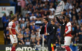 LONDON, ENGLAND - AUGUST 18:  Arsenal Head Coach Unai Emery talks to (L) Nacho Monreal during the Premier League match between Chelsea FC and Arsenal FC at Stamford Bridge on August 18, 2018 in London, United Kingdom.  (Photo by Stuart MacFarlane/Arsenal FC via Getty Images) *** Local Caption *** Unai Emery;Nacho Monreal