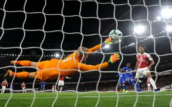 LONDON, ENGLAND - OCTOBER 22:  Pierre-Emerick Aubameyang scores Arsenal's 2nd goal past Kasper Schmeichel of Leicester during the Premier League match between Arsenal FC and Leicester City at Emirates Stadium on October 22, 2018 in London, United Kingdom.  (Photo by David Price/Arsenal FC via Getty Images) *** Local Caption *** Pierre-Emerick Aubameyang; Kasper Schmeichel