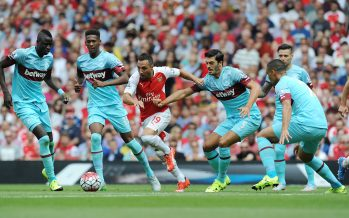 LONDON, ENGLAND - AUGUST 09: (3rdL) Santi Cazorla of Arsenal takes on (L) Cheikou Kouyate (2ndL) Reece Oxford (R) Winston Reid and (2ndR) James Tomkins of West Ham during the Barclays Premier League match between Arsenal and West Ham United at Emirates Stadium on August 9, 2015 in London, England. (Photo by Stuart MacFarlane/Arsenal FC via Getty Images) *** Local Caption *** Santi Cazorla;Reece Oxford;Cheikou Kouyate;Reece Oxford;Winston Reed;James Tomkins