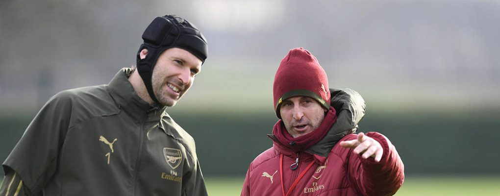 ST ALBANS, ENGLAND - JANUARY 18: Arsenal Head Coach Unai Emery and goalkeeper Petr Cech before a training session at London Colney on January 18, 2019 in St Albans, England. (Photo by Stuart MacFarlane/Arsenal FC via Getty Images)