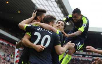 SUNDERLAND, ENGLAND - OCTOBER 29:  (R) Olivier Giroud celebrates scoring the 3rd Arsenal with (2ndL) Shkodran Mustafi, (2ndR) Hector Bellerin and Francis Coquelin during the Premier League match between Sunderland and Arsenal at Stadium of Light on October 29, 2016 in Sunderland, England.  (Photo by Stuart MacFarlane/Arsenal FC via Getty Images) *** Local Caption *** Olivier Giroud;Shkodran Mustafi;Hector Bellerin;Hector Bellerin