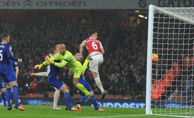 LONDON, ENGLAND - OCTOBER 24:  Laurent Koscielny heads past Everton keeper Tim Howard to score the 2nd Arsenal goal during the Barclays Premier League match between Arsenal and Everton at Emirates Stadium on October 24, 2015 in London, England.  (Photo by Stuart MacFarlane/Arsenal FC via Getty Images) *** Local Caption *** Laurent Koscielny;Tim Howard