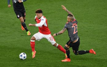 LONDON, ENGLAND - MARCH 07:  Alex Oxlade-Chamberlain of Arsenal takes on Arturo Vidal of Munich during the UEFA Champions League Round of 16 second leg match between Arsenal FC and FC Bayern Muenchen at Emirates Stadium on March 7, 2017 in London, United Kingdom.  (Photo by Stuart MacFarlane/Arsenal FC via Getty Images) *** Local Caption *** Alex Oxlade-Chamberlain;Arturo Vidal