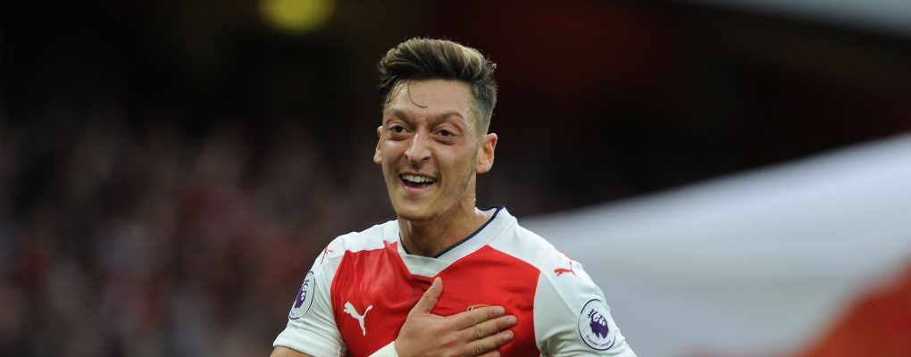 LONDON, ENGLAND - SEPTEMBER 24:  Mesut Ozil celebrates scoring Arsenal's 3rd goal during the Premier League match between Arsenal and Chelsea at Emirates Stadium on September 24, 2016 in London, England.  (Photo by David Price/Arsenal FC via Getty Images) *** Local Caption *** Mesut Ozil; Oezil