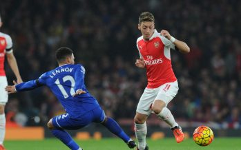 LONDON, ENGLAND - OCTOBER 24:  Mesut Ozil of Arsenal takes on Aaron Lennon of Everton during the Barclays Premier League match between Arsenal and Everton at Emirates Stadium on October 24, 2015 in London, England.  (Photo by Stuart MacFarlane/Arsenal FC via Getty Images) *** Local Caption *** Mesut Ozil;Oezil;Aaorn Lennon